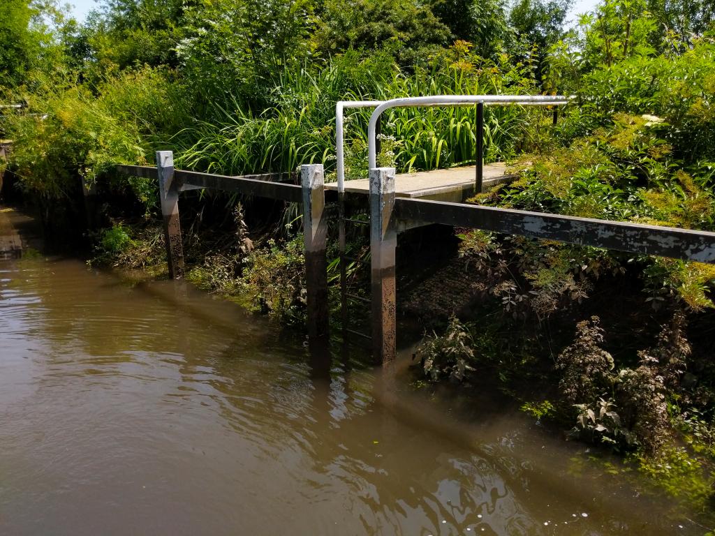 The Long Journey Home - Part 19 - MML - Monkey Marsh Lock - side